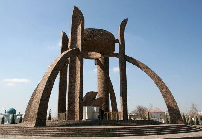 Памятник Авеста