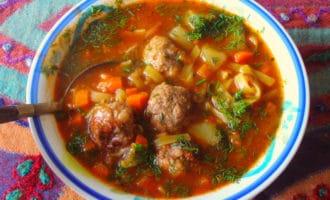 Мясной узбекский суп с лапшой