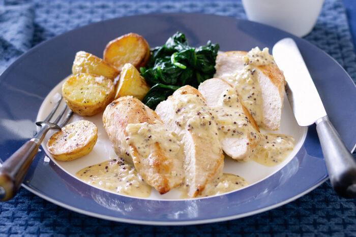 Картофель с курицей в сырном соусе