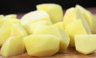 Нарезка картофеля кубиками крупными