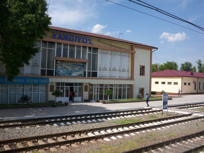 Станция Янгиюль