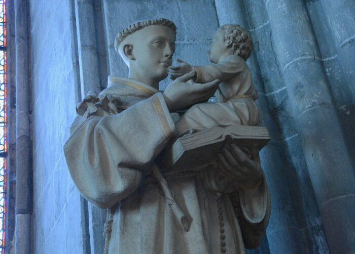 Антоний Падуанский статуя
