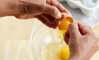 Разбить яйцо