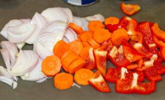 Помидоры морковь и крупными кусками